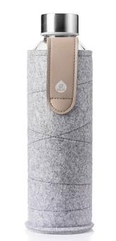 Equa Trinkflasche 750 ml Mismatch Sand Sky aus Borosilikatglas mit Filzcover und Lederschlaufe
